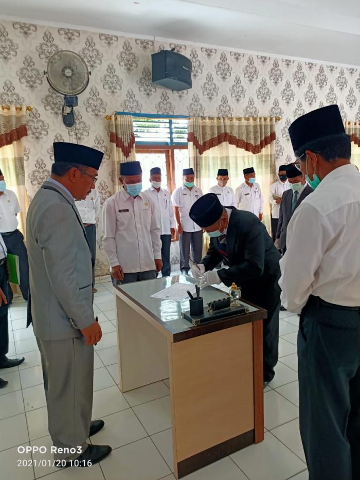 Ka.Kankemenag H. Pahrizal Melantik 3 Pejabat Fungsional Penghulu